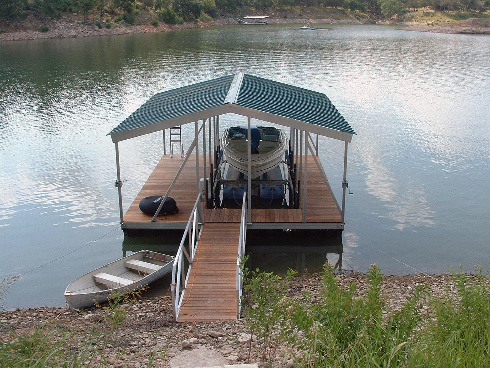 Wahoo single-slip wide side aluminum floating boat dock with
