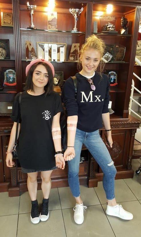 ¿Cuánto mide Maisie Williams? - Real height D07765e47a917147fb6ed2a9488bcda4