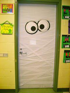 Easy Mummy Door For Halloween Halloween Door Decorations Halloween Science Halloween Decorations