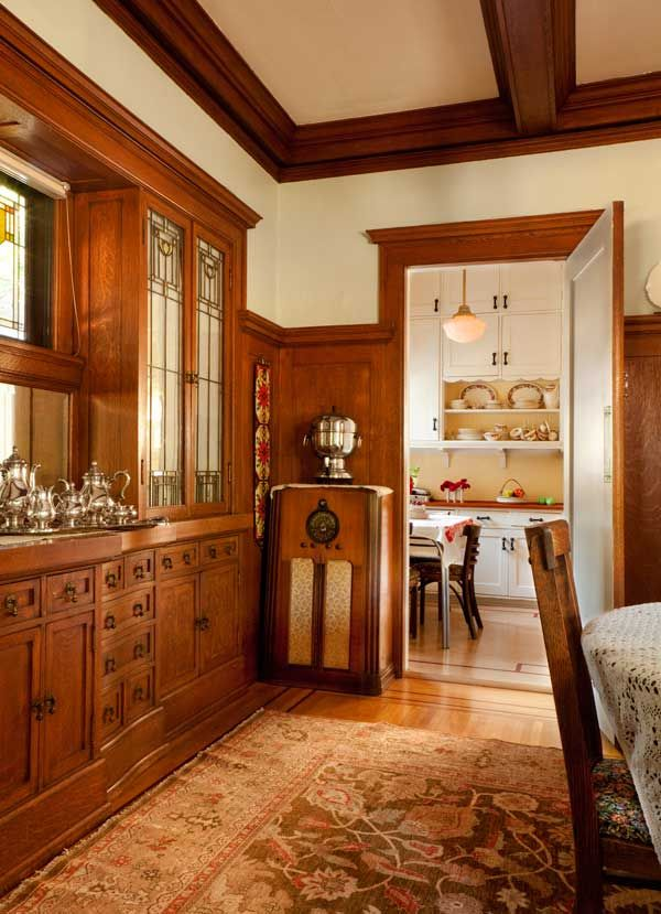 Friendly Kitchen in a 1912 Foursquare #craftsmanstylehomes