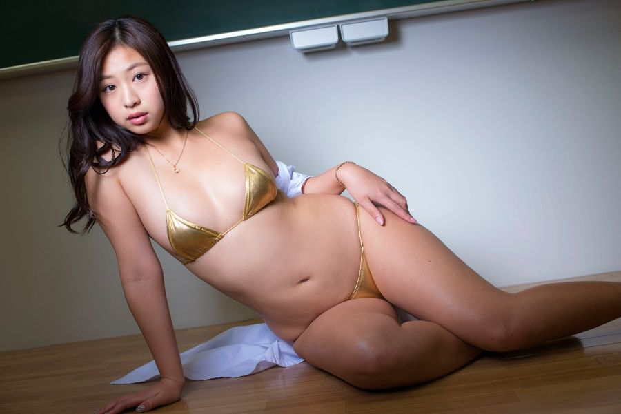 佐山彩香さんのインナー姿