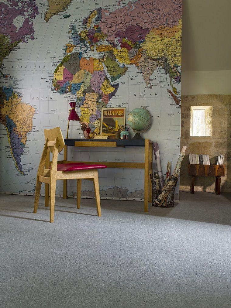 Ufficio in casa arredato con scrivania e sedia con seduta for Esempi di case arredate