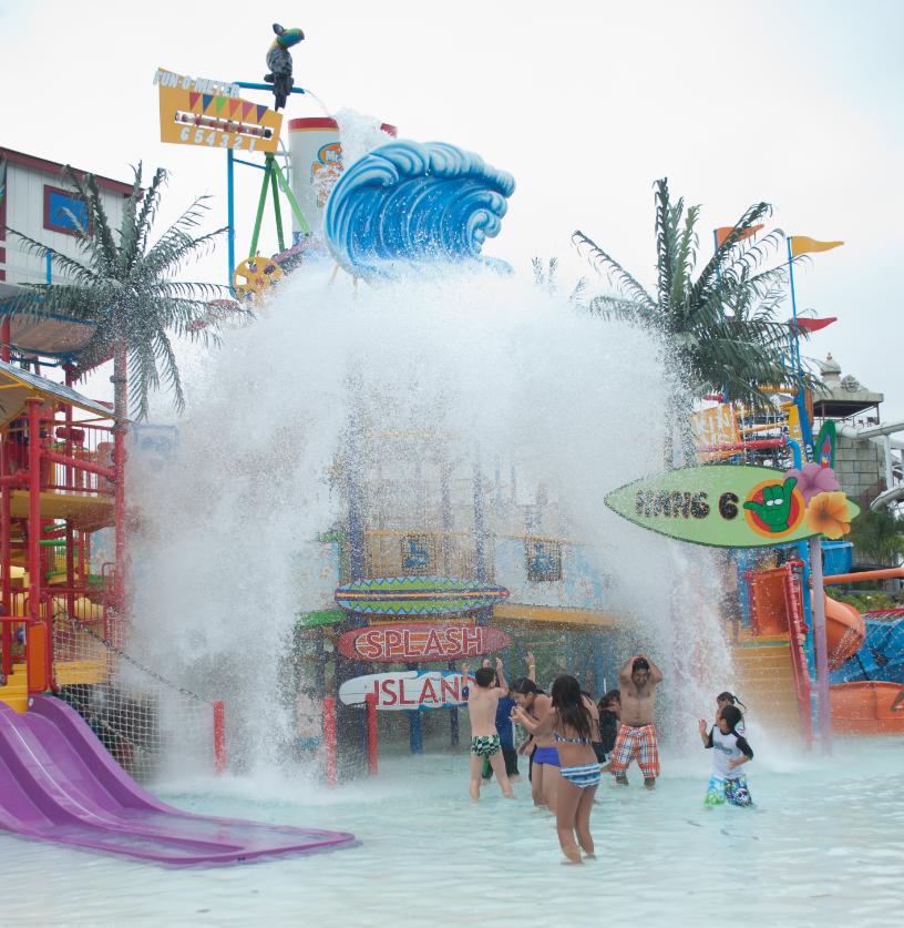 Six Flags Magic Mountain Hurricane Harbor Santa Clarita Ca Hurricane Harbor Los Angeles Attractions Splash Park