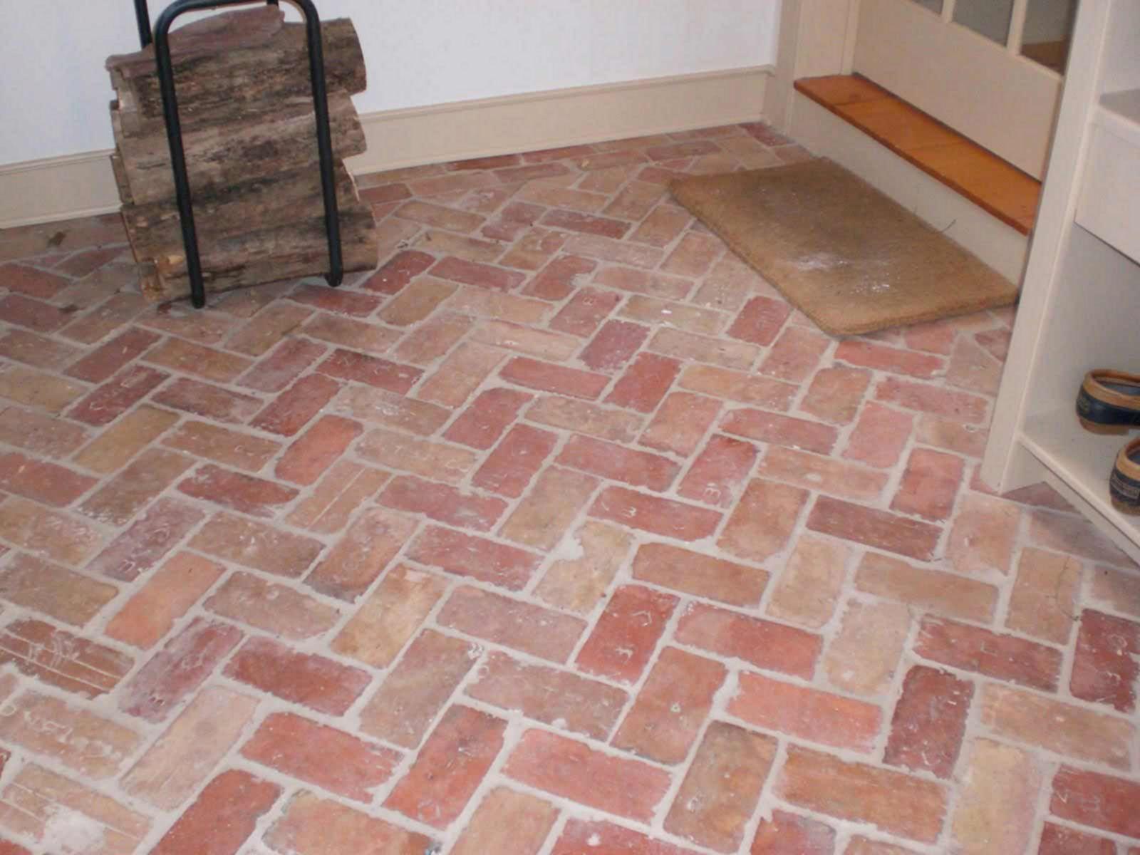 30 Unique And Elegant Brick Kitchen Floor Design Ideas For