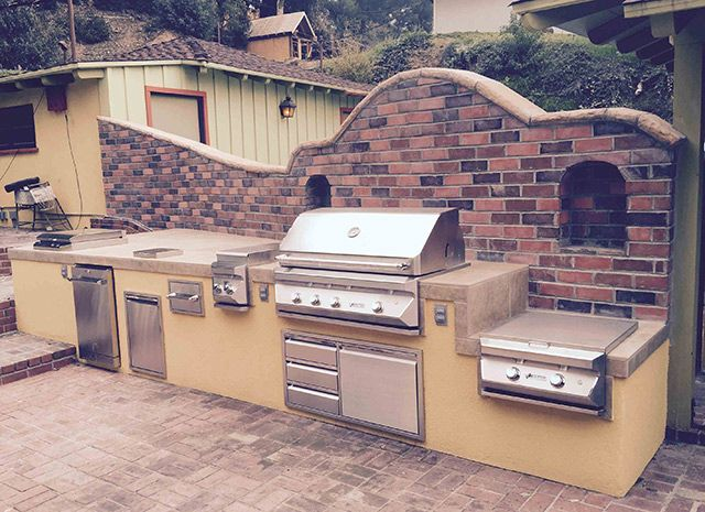 Stylish Outdoor Kitchens Are The Latest Trend In Entertaining And Choosing The Right Grill And Ac Outdoor Kitchen Backyard Entertaining Spa Hot Tubs