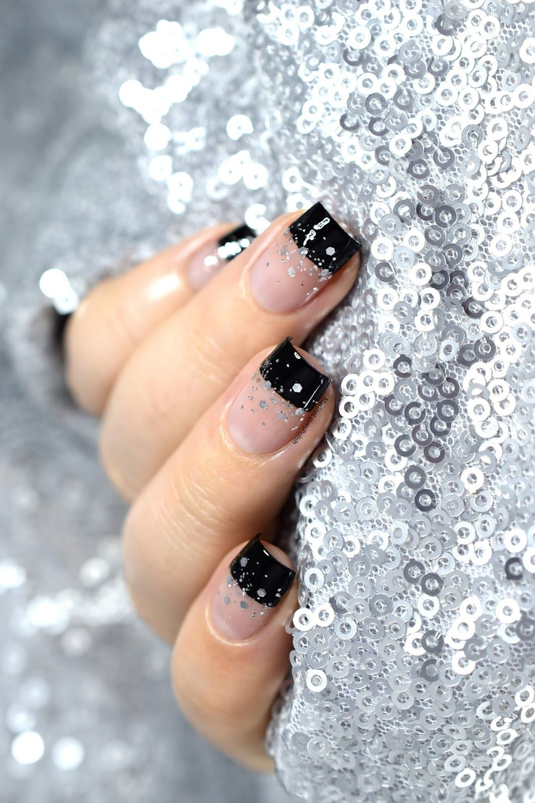 Nailstorming happy new year nail art negative space