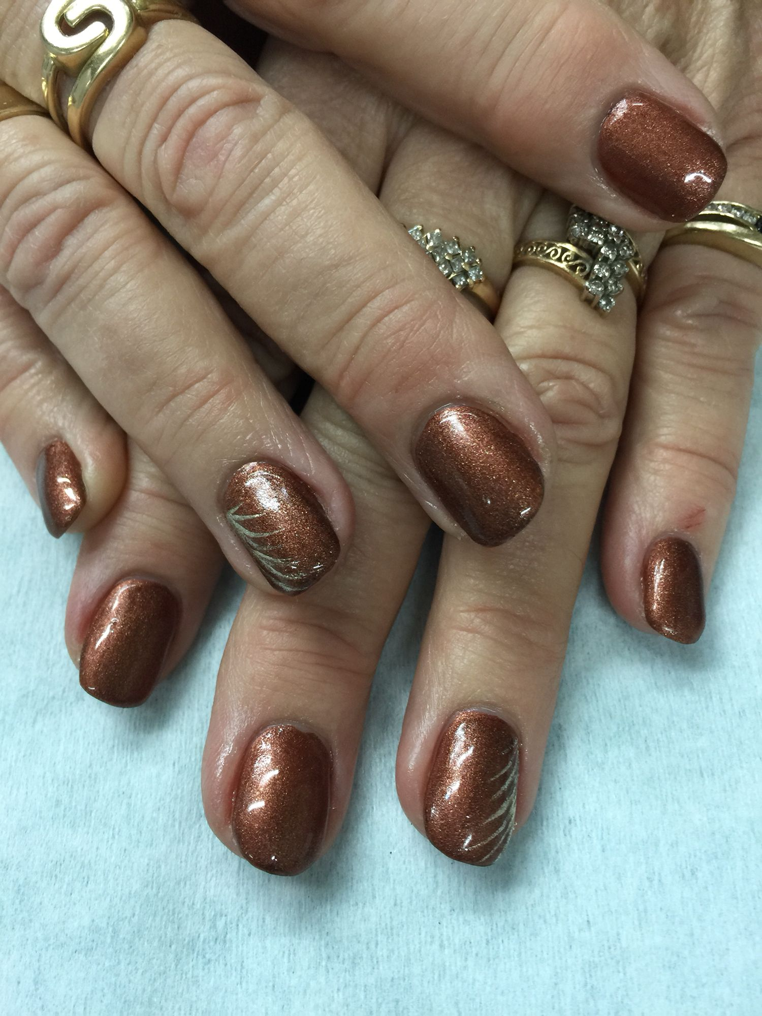 Cool Copper Brown Gel Nails With Gold Accents All Done With Non Toxic And Odorless Gel Prom Nail Designs Fall Gel Nails Glitter Gel Nail Designs