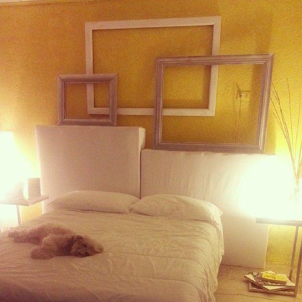 Diseño de cuarto con utilización de tarimas para la creación del - camas con tarimas