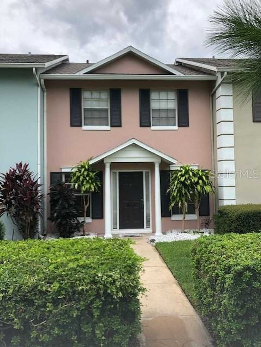 Well maintained 2 bed/2.5 bath townhome for rent in the
