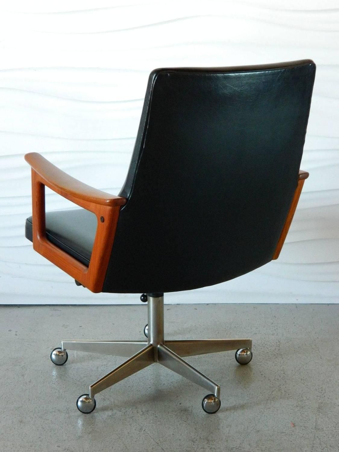 Mid Century Modern Danish Teak Desk Chair In The Style Of Arne Vodder 1stdibs Com Mid Century Desk Chair Big Office Chairs Mid Century Office Chair