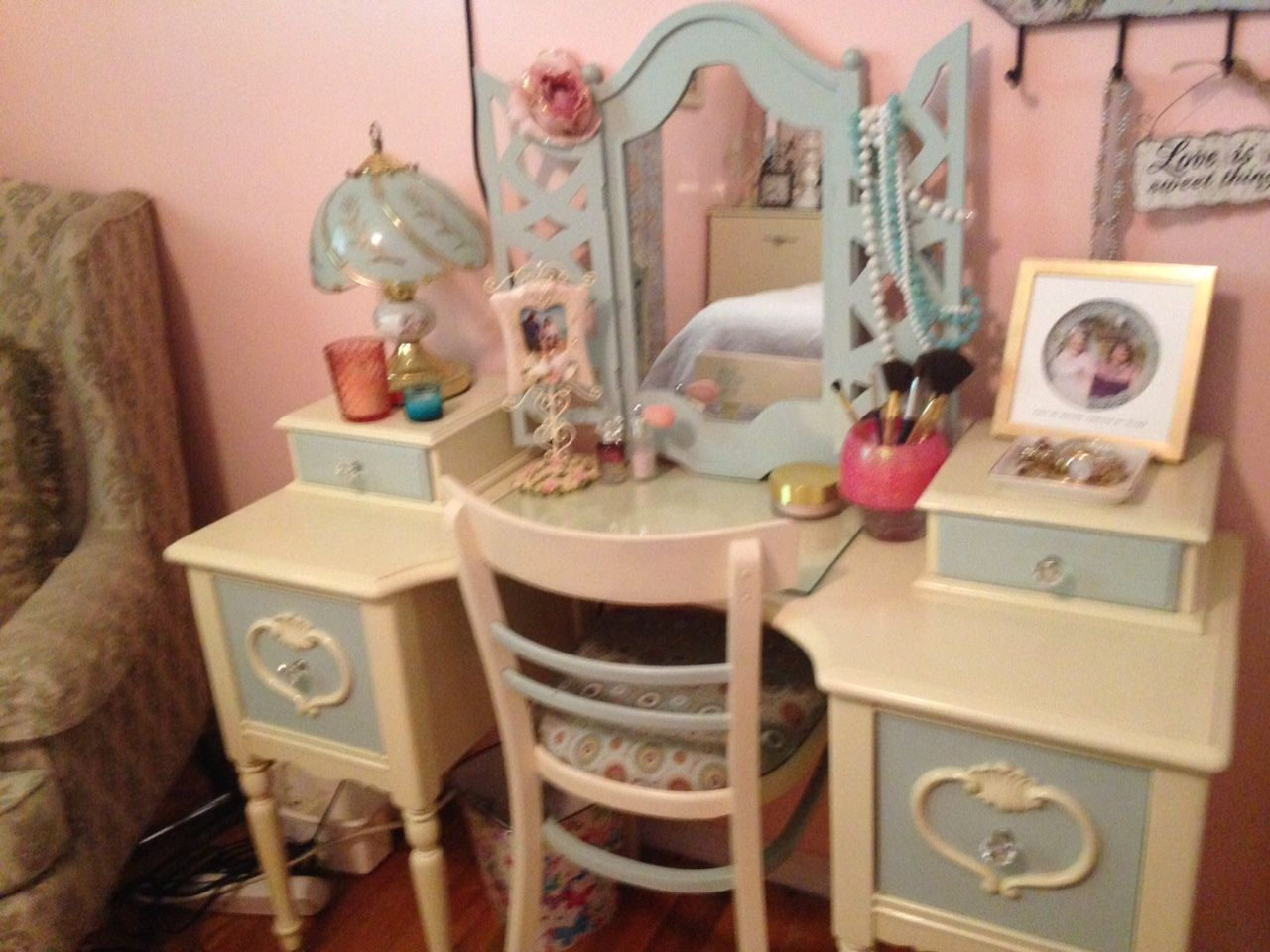 vanity decor for our shabby chic master bedroom