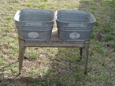I Love This Double Wash Tub On A Stand I Need One But I Want To Paint It Red My