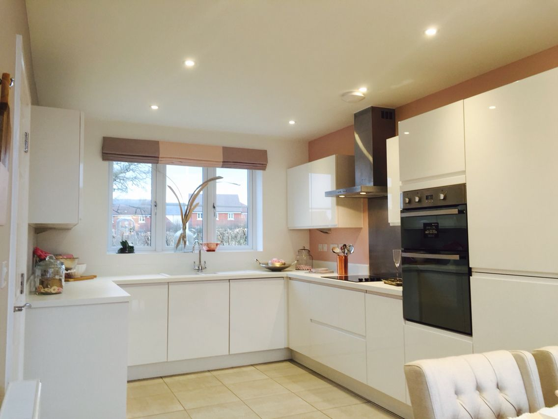 A New York Gloss White style kitchen & Alpine White Worktops for a ...