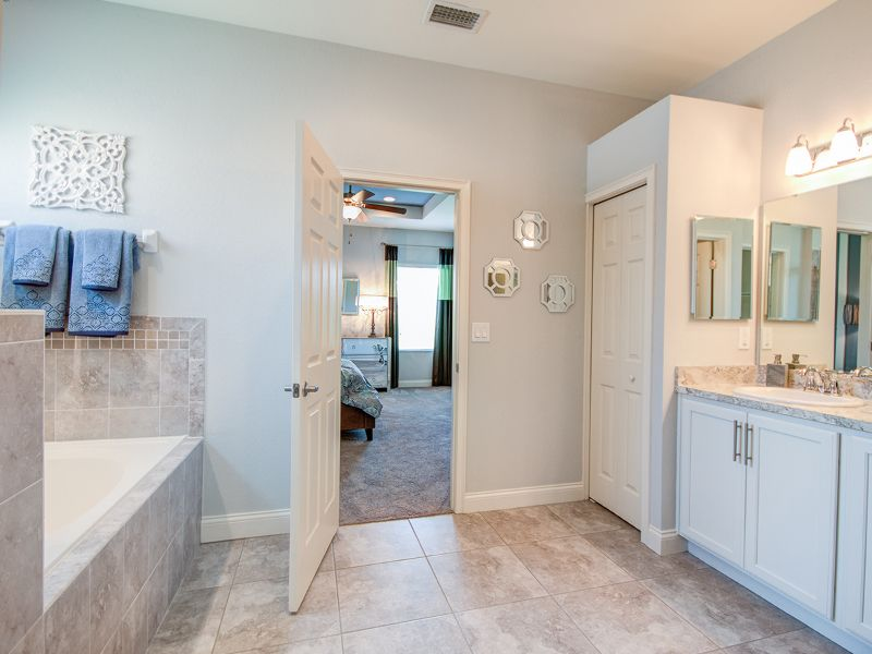 White Painted Cabinets Offer A Clean Base For Your Decor And Style Highland Homes Willow Ii With Loft Mo Highland Homes Beautiful Bathrooms Great Bathrooms