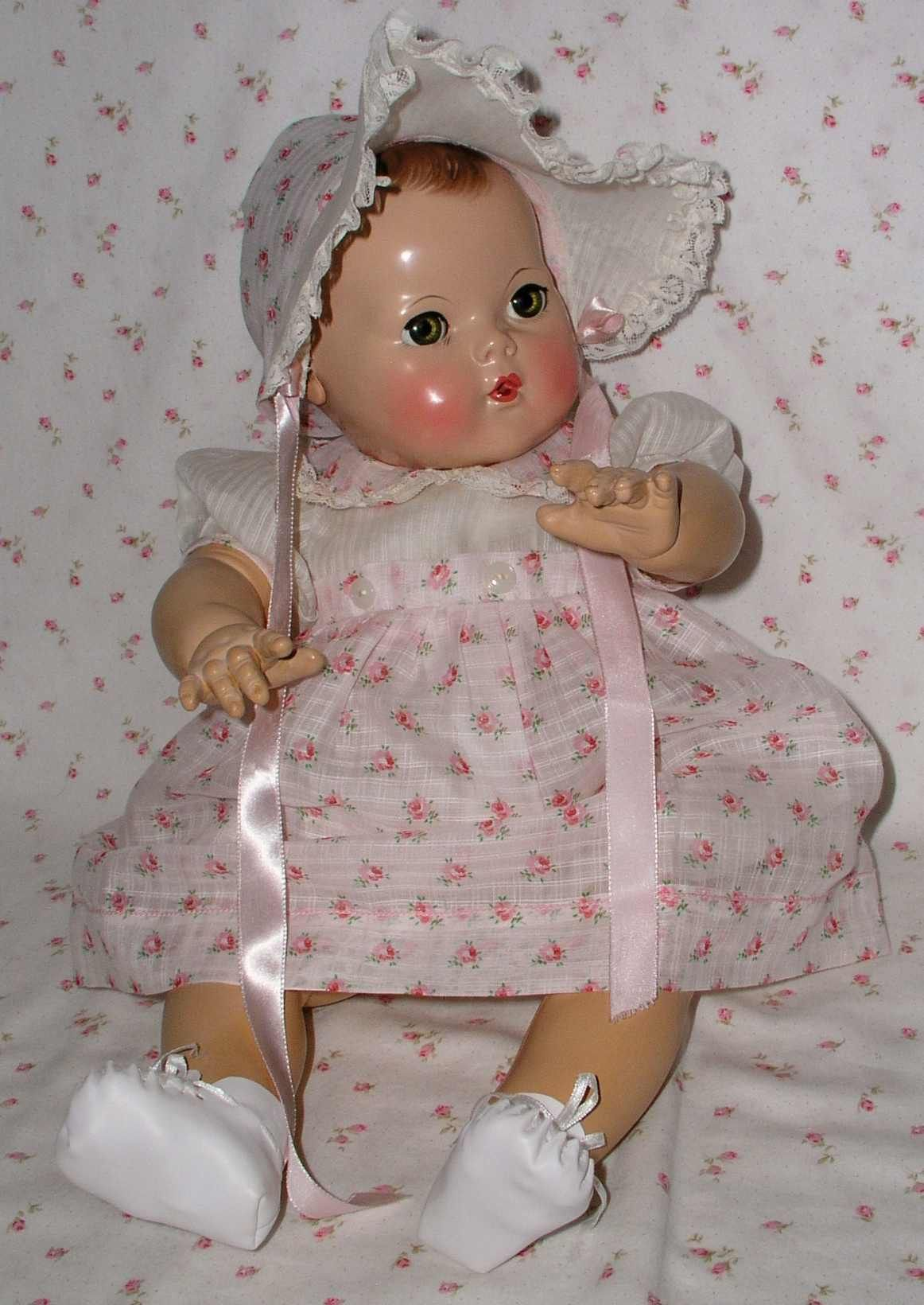 """THUMBELINA CHRISTENING DRESS BY IDEAL WHITE COTTON /& EYELET PINK TRIM 25/"""" DOLL"""