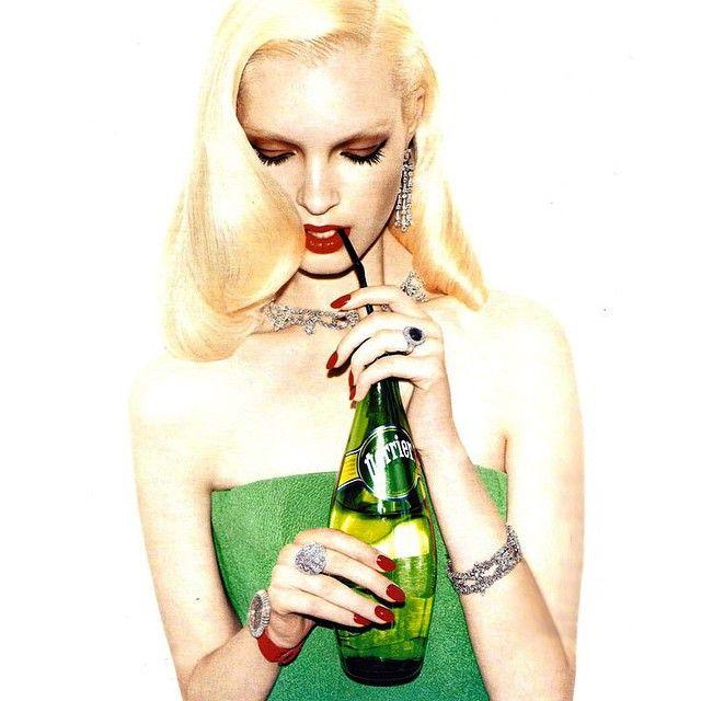 Glitzy in green.  #StPatricksDay #Bulgari #HarryWinston #JacobAndCo #VogueRussia #jewelry #finejewelry #diamonds