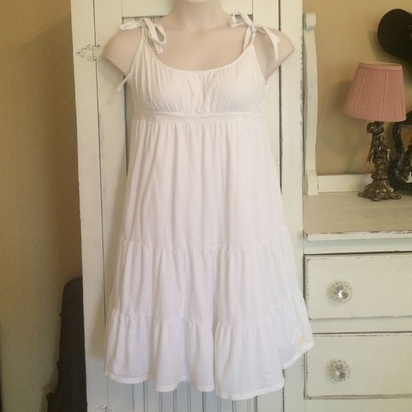 Price Dropped American Eagle White sundress This dress is so sweet! Made of a very soft white cotton, like wearing your favorite white t-shirt! Could also be worn as a nightgown, it's so comfy. Lined, so no no sheerness. American Eagle Outfitters Dresses