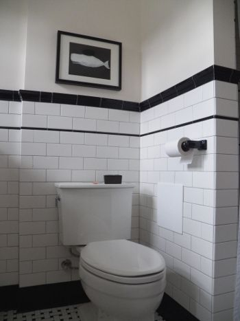 Finally a vintage looking 193039s bathroom under a red for 1930 bathroom style