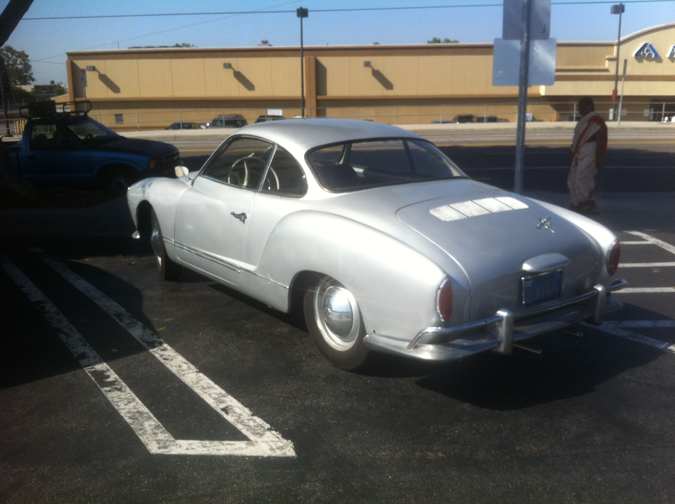 A Karman Ghia caught in front of Trader Joe\'s | My Wheels ...