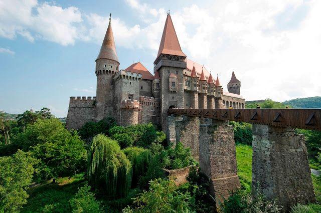 Transylvania. A voyage to Transylvania, Romania, Europe - Cluj-Napoca, Timişoara, Braşov, Oradea, Sibiu, Sighişoara, Satu Mare, Sfântu Gheorghe, Targu Mures...