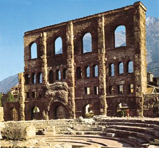✔ Aosta, Italy: Roman Ruins in amongst the Alps