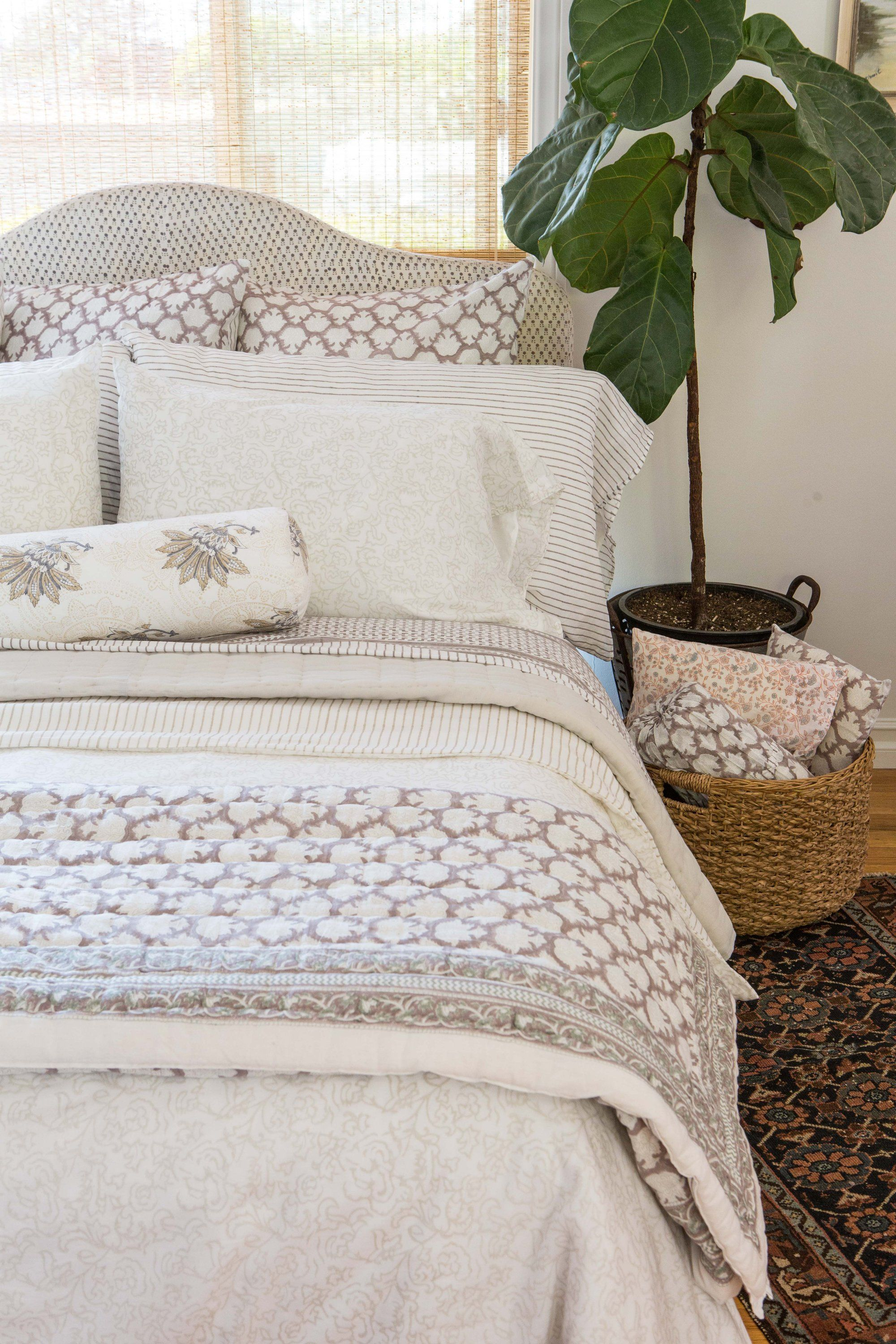 Image of Crest Quilt Cool beds, Queen quilt, Indian bedding