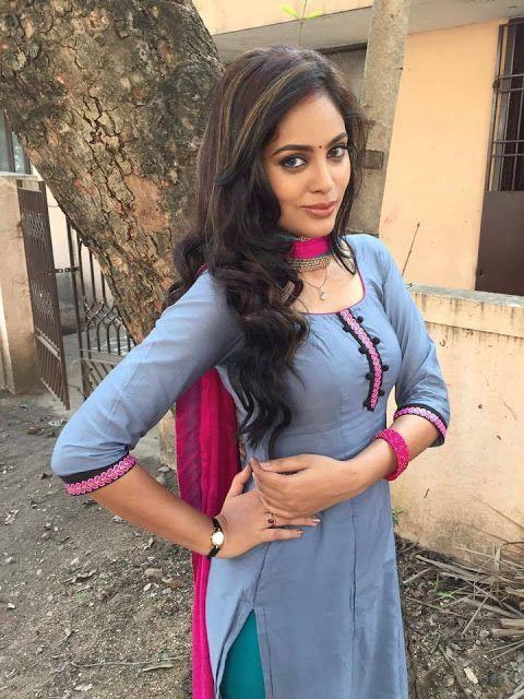 Hot Best Posing Desi Beauty Sweet Girl