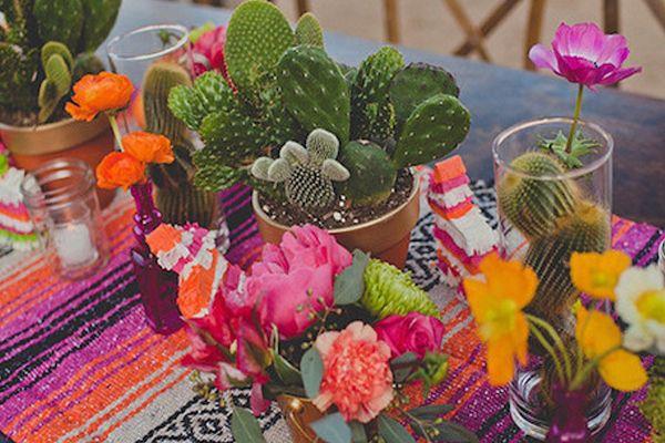 Si quieres una boda inspiracin mexicana decora la mesa con si quieres una boda inspiracin mexicana decora la mesa con cactus y flores de colores altavistaventures Gallery