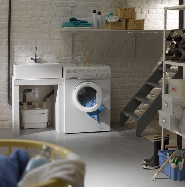 Tu Pralnia W Piwnicy Ale Latwo Mozna Zrobic Podobna Na Poddaszu Washing Machine Home Appliances Laundry Machine