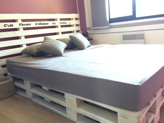 lit de chambre sommier en bois de palette palettes pinterest palette en bois et peindre. Black Bedroom Furniture Sets. Home Design Ideas