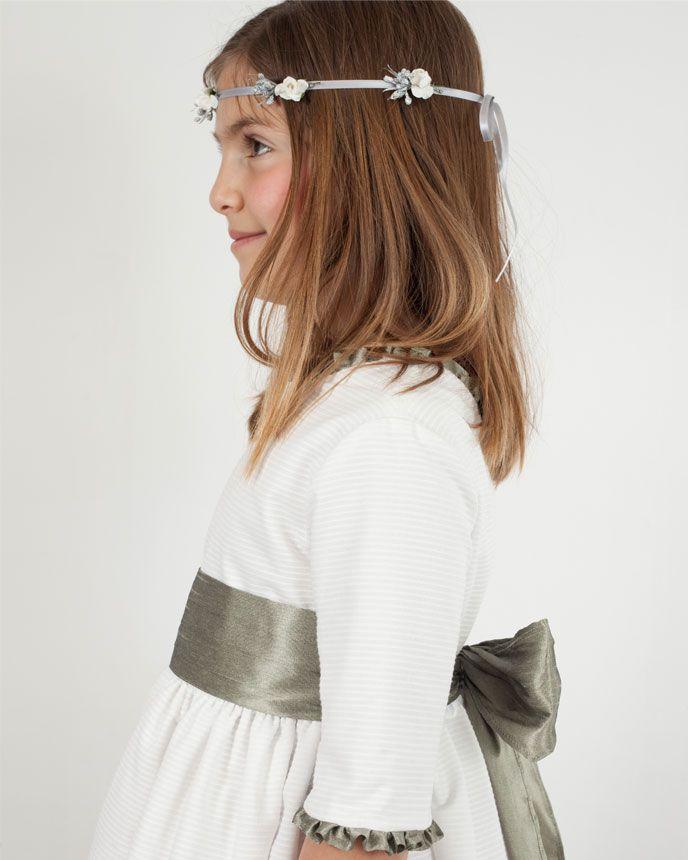 242b891d1 Vestido de ceremonia Rita en otoman y shantung plata. ¡Combínalo con  bailarinas igual que el lazo!
