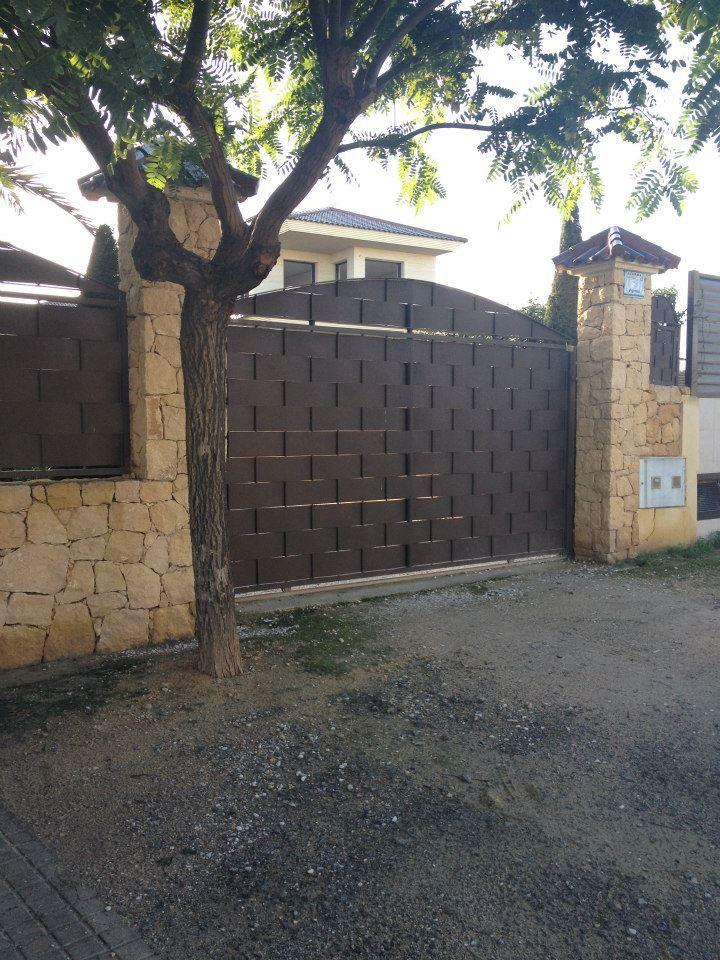 Las puertas correderas con este entrelazado son elegidas - Puertas de chalet ...