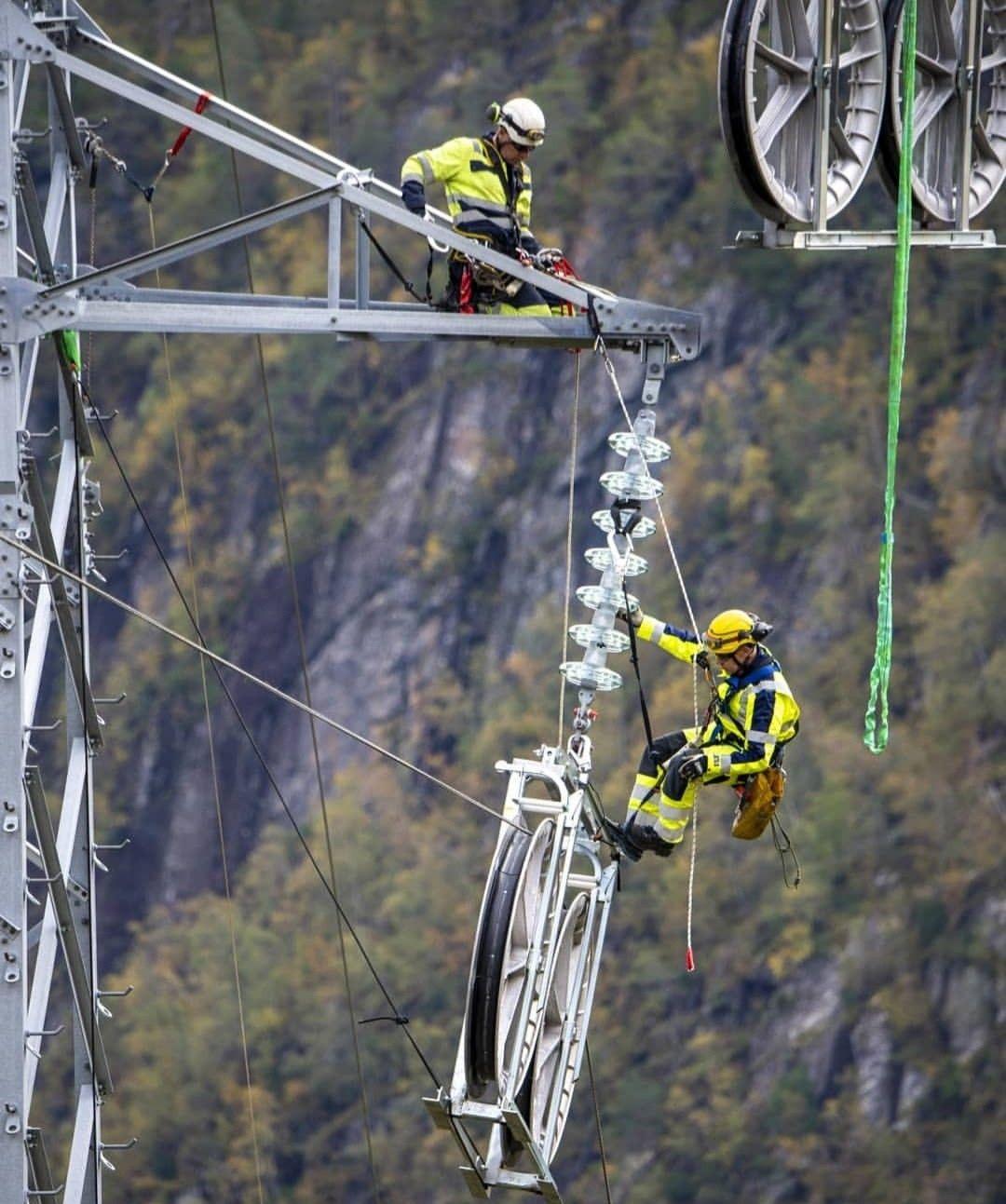 Lineman Dangerous Jobs Power Lineman Electrical Lineman