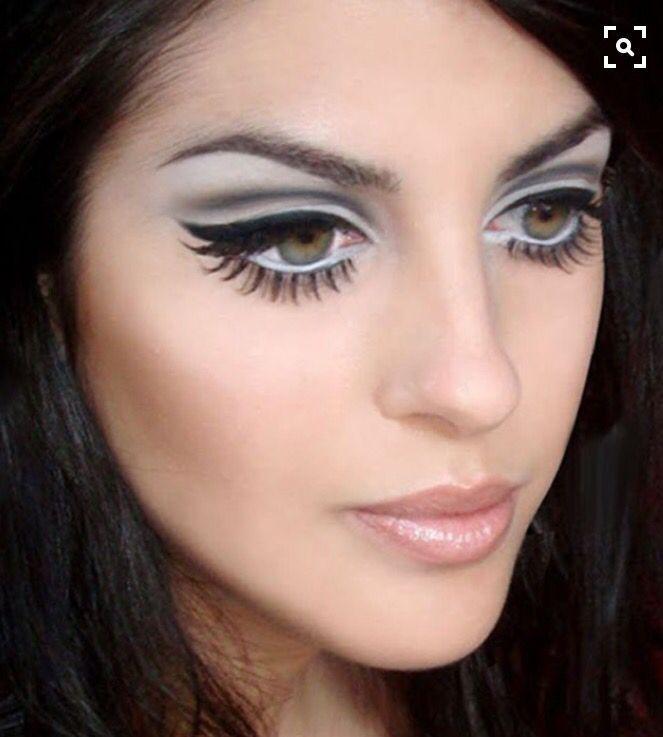 60s make-up ✨ #Makeup #MakeupIdeas #MakeupLooks #VintageLooks #VintakeMakeup #RetroMakeup #RetroLook #60s #70s #70shair