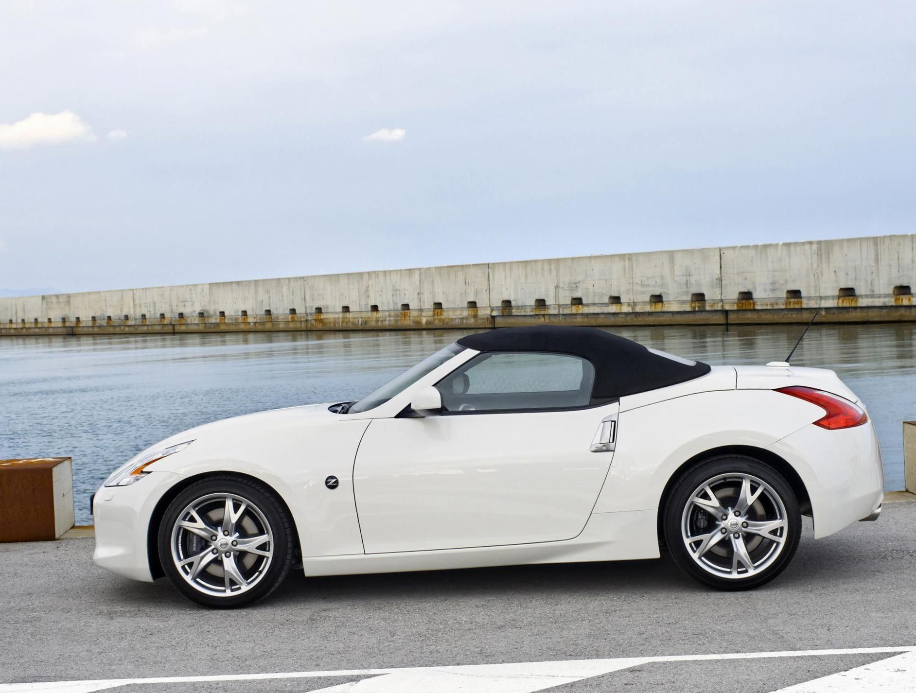 Nissan 370z Roadster Photos And Specs Photo 370z Roadster Nissan Specification And 24 Perfect Photos Of Nissan 370 Nissan 370z Nissan 370z Convertible Nissan