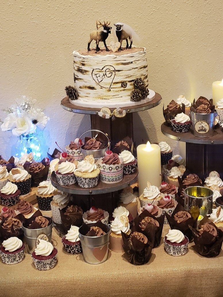 Rustic Wedding Cake And Cupcakes Wedding Cupcakes Wedding