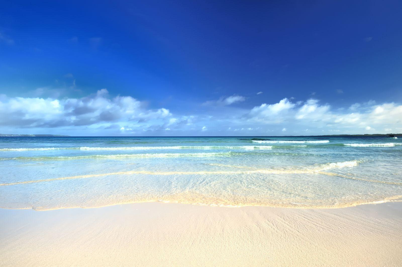 インスタジェニックな絶景 宮古島の 砂山ビーチ は沖縄一美しい海