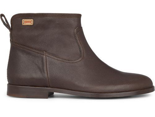 Woodie comes as a dark brown bootie made of full grain leather with a soft waxed finish. It features a removable EVA insole which provides comfort and a leather outsole for that natural look.