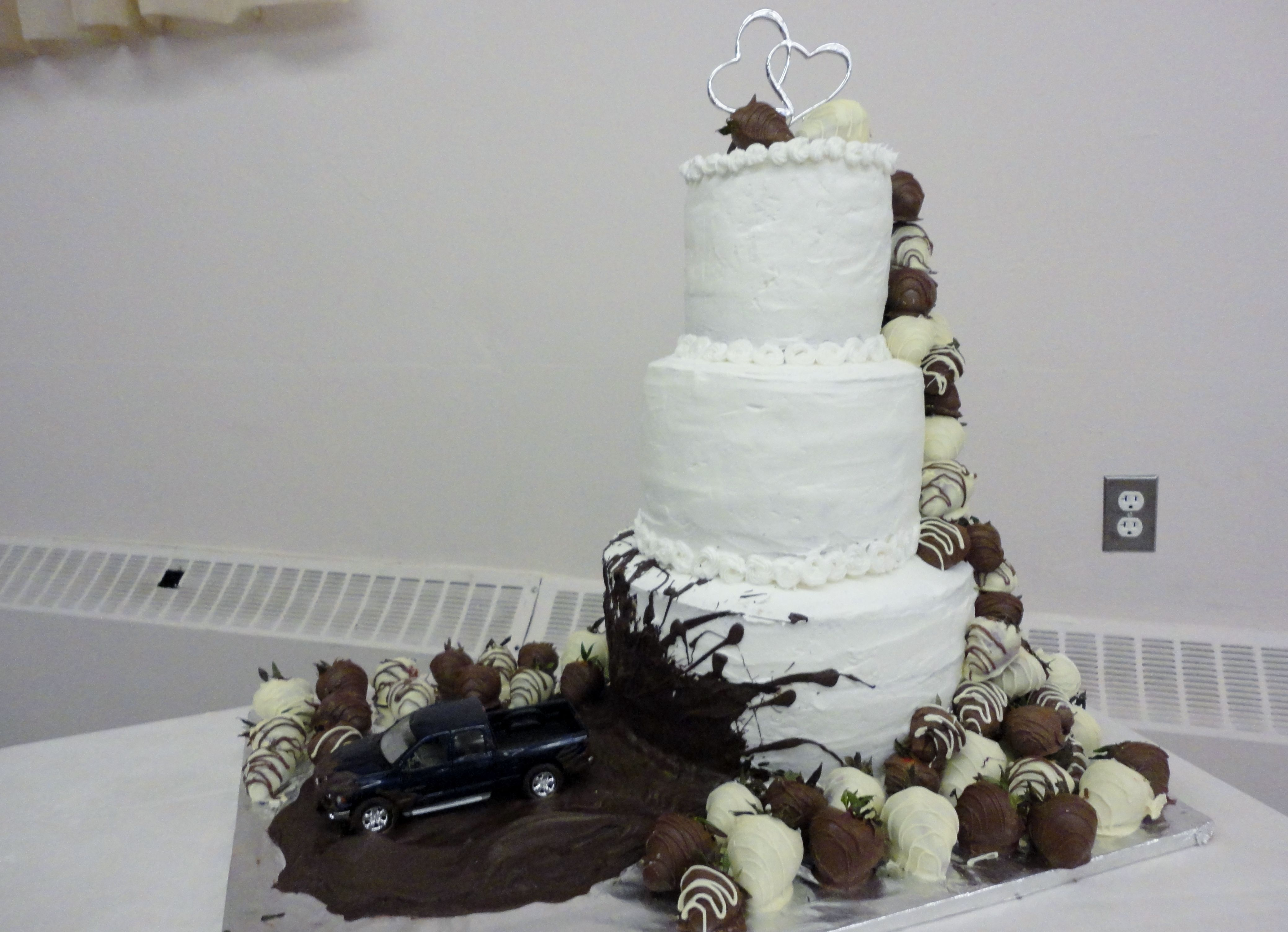 wedding cake with truck and mud mud truck wedding cake cakes i ve made 26977