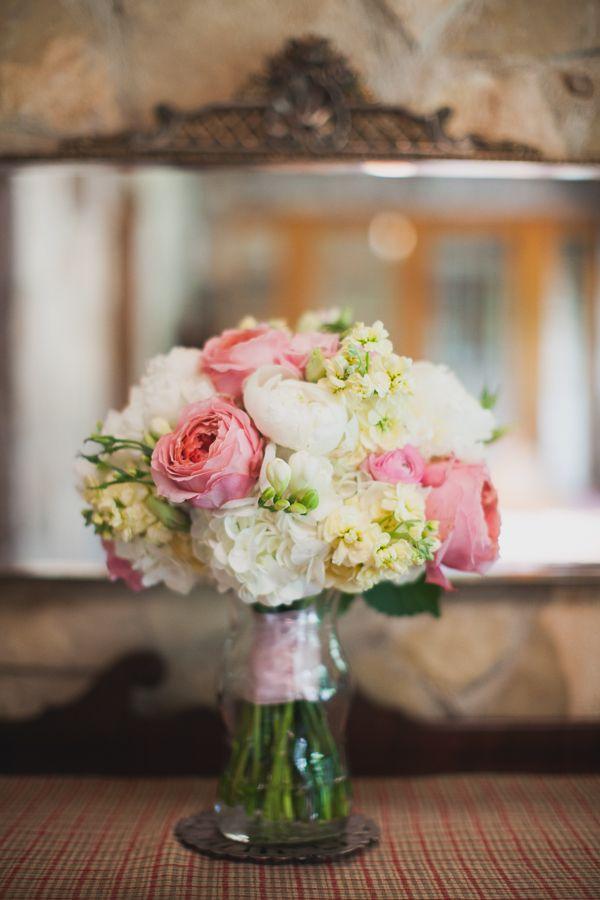 Pink Texas Wedding from Loft Photographie | Ranunculus, Hydrangea ...