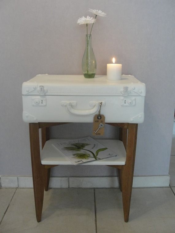 objet d tourn meuble valise blanc et bois naturel. Black Bedroom Furniture Sets. Home Design Ideas