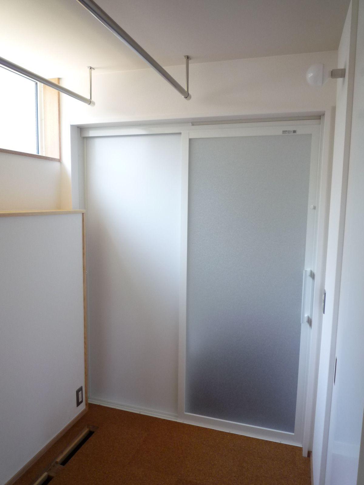 付けてよかった 寝室のワイヤー物干 引き戸 リノベーション 浴室