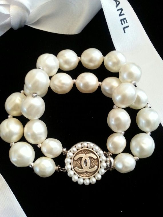 Authentic Chanel Button Pearl Bracelet Double Strand Doplnky