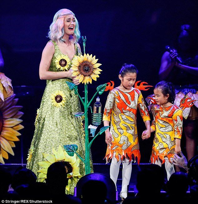 Katy Perry Banned From China Ahead Of Vs Fashion Show Katy Perry Katy Vs Fashion Shows