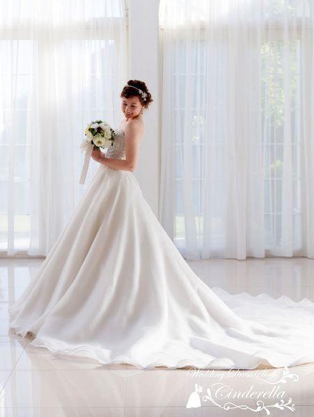 Cinderella & Co.  (シンデレラ・アンド・コー)  波うつトレーンがエレガントなシンプルなオーガンジーウェディングドレス SS5291