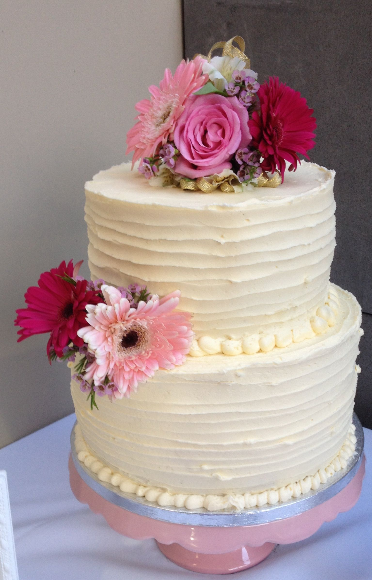 Wedding Cake 10 Inch Bottom 8 Inch Top Vanilla Buttercake With Vanilla Buttercream Cakes In 2019 Pinterest Wedding Cake And Wedding Cakes