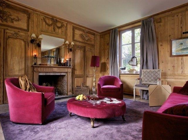 salon murs recouverts de boiserie ou mobilier velours rose   my home ...