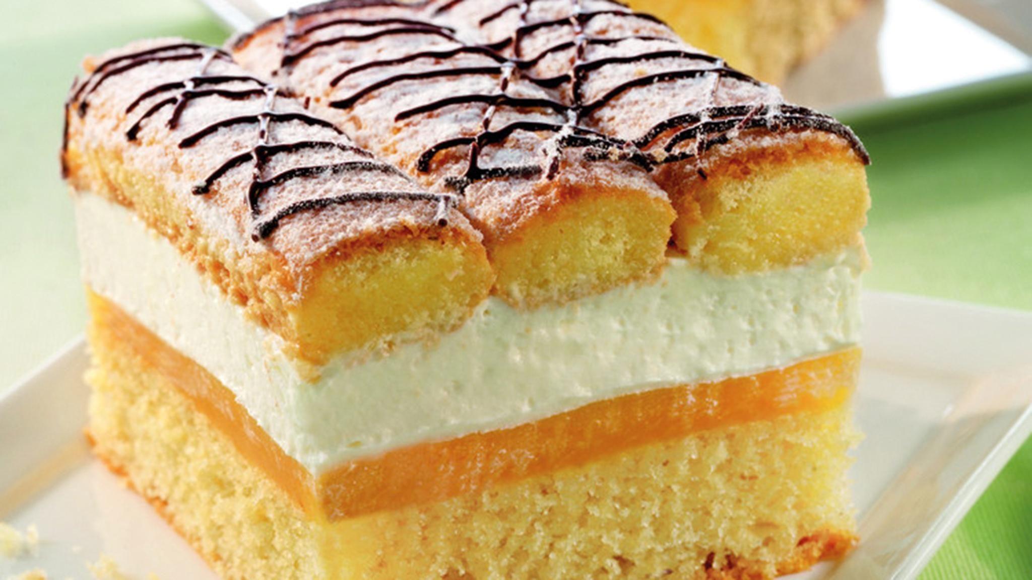 Blechkuchen mit Sahne und Biskotten Rezept