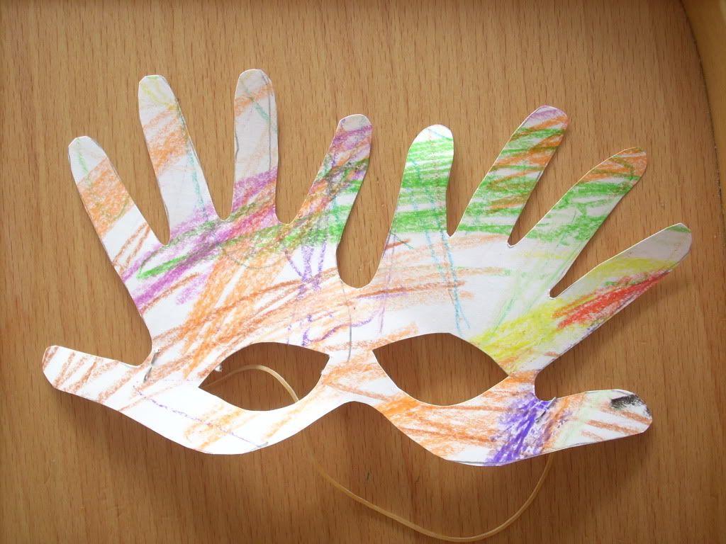 Attività Bambini ~ Attività creative per bambini maschera di manine per carnevale