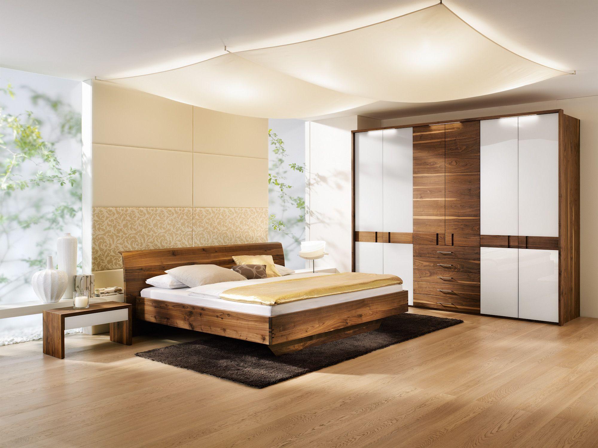 Schlafzimmer Kleiderschrank Doppelbett Nachttische
